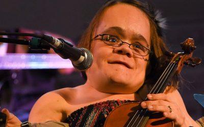 Gaelynn Lea Wins NPR's 2016 Tiny Desk Contest